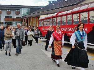 Klavdija Gomboc je turistične delavce popeljala na ogled Kranjske gore.